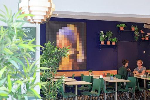 Restaurant / koffiebar met groot, zonnig terras in centrum Den Haag