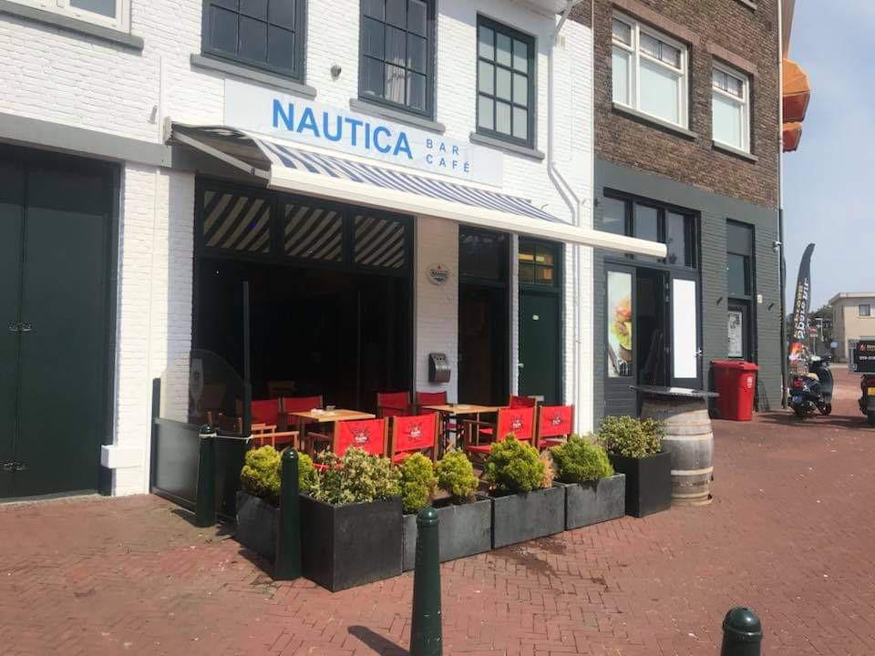 Café gelegen in Tweede Binnenhaven van Scheveningen